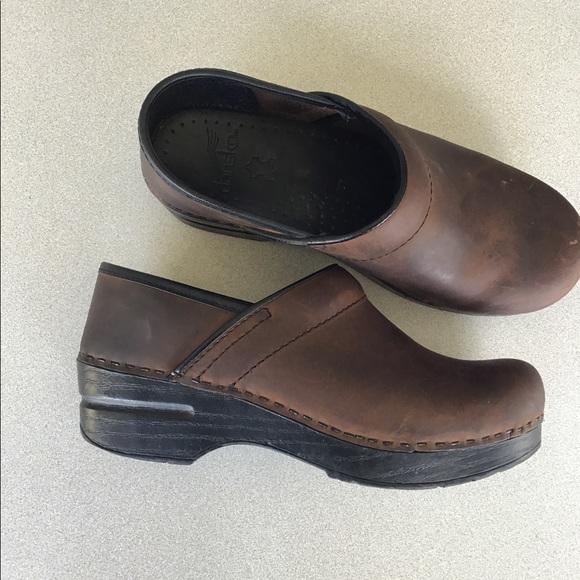 e47b55168d4d Dansko Shoes   Unisex Nursing Shoe Antique Brown Oiled   Poshmark
